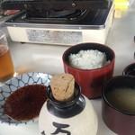 万寿園 - セットには、味噌汁・ごはんが付いてきます