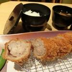 Tonkatsukeiwaikei - ヘレ豚カツ、しっかり中まで火が通っているが柔らかくジューシー。