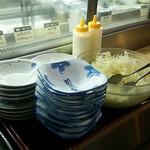 府内わっぱ食堂 - セルフサービスで 千切りキャベツ (おかわり可)