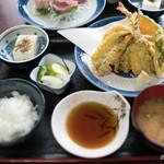 魚料理 ホノルル食堂 - 地魚の天ぷら定食
