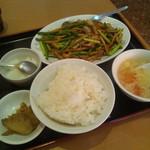東海菜館 - ニンニクの芽と豚肉の炒め(2016年9月)