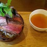 10C - 料理写真:鬼盛りステーキ丼 \900 限定5食