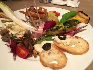 バルコラメント - 前菜7種盛り。真ん中のハムが美味しかったです。
