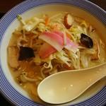 リンガーハット - 料理写真:長崎ちゃんぽん626円 ピリカラ味噌(1辛)32円