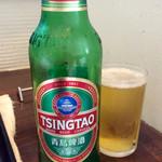 チャイニーズ 芹菜 - 急に飲みたくなったので、食べかけてから追加オーダーした「青島ビール」(小瓶500円)。