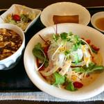 チャイニーズ 芹菜 - 「Dランチ」(900円)。冷やし担々麺+ミニ麻婆飯(サラダ、春巻付き)。