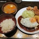 タオ - ハンバーグ&若鶏のから揚げ&目玉焼き1,030円