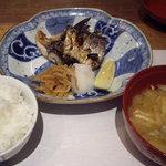おかずや平句凡帳 - おまんま定食の主菜・ご飯・味噌汁