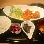 呑々道場 - 鶏の唐揚げ甘酢タルタルソース