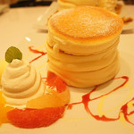 fleur - 期間限定のレアチーズクリームと柑橘パンケーキ 1200円
