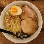 ニジイロ食堂 - 鶏そば(650円、真上から)