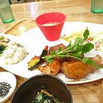 56403165 - 本日のお肉ランチ(豚肉と北あかりのオイスター定食)