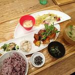 56403172 - 本日のお肉ランチ(豚肉と北あかりのオイスター定食)