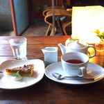 Midsummer Cafe 夏至茶屋 - クルミタルト&ホットティー