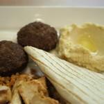 アドニス トーキョー - 右端がヒヨコ豆のペースト「ホモス」