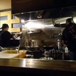 卍力 - 厨房はテキパキ感満点。