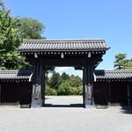 ボア - 京都御苑の入り口、「堺町御門」のすぐ近く