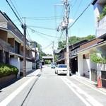 ボア - 西側にある「堺町通」を北上すると堺町御門があります