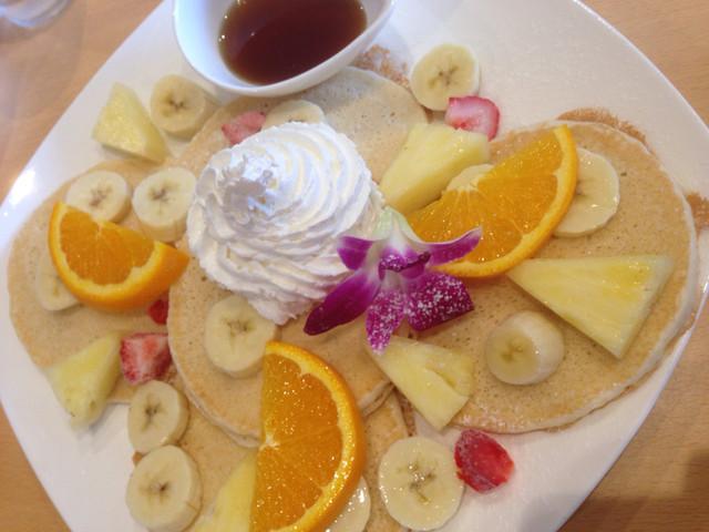 ハワイアン カフェ&バー ラウレラ>