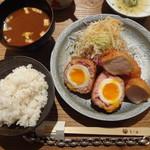 とり田 - 月見スコッチエッグとチキンカツ新生姜サラダ添え(\880+税)