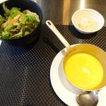56415243 - スープ、サラダ