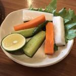 56417713 - 生野菜と青唐辛子