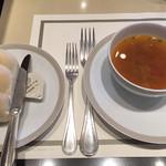56418041 - パンとスープ