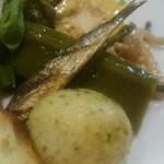 56418729 - 骨ごと食べられるしっとり風味豊かな鰯、なた豆など様々な野菜のマリネ、熱々ゼッポリーニなど