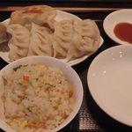 56421373 - 餃子定食
