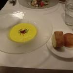 オステリア・バスティーユ - かぼちゃの冷製スープ、自家製パン