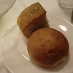 オステリア・バスティーユ - 自家製パン(フォカッチャ、オレンジピールのパン)