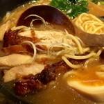 麺処 鳴神 - パリッと香ばしい鶏肉がいい!
