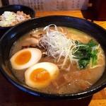 麺処 鳴神 - 白湯しょうゆ味玉とそぼろ丼!