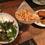 ブルックリンパーラー - サラダ、ポテト、フィッシュアンドチップス