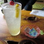 甘味処弁慶 - 炭酸キツめの美味しいレモンスカッシュ