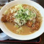 うまか飯店 - 料理写真:これが鶏カツ味噌ラーメンだぁ~♬