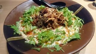 輝輝 - 絶品・冷やし担々麺。サラダ風に仕上がっていて見た目も好い。個性的な冷し担々麺です。