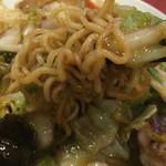 天津飯店 - 麺のアップ