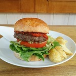 Delicha - 新メニュー「Delichaバーガー」は野菜たっぷりで素材の味が楽しめる大人気メニュー。