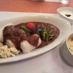 カフェ ブルーム - 料理写真:ビーフカレー・お得なランチセットは700円