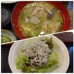 ちりめん・しらす専門店 凪 - *鎌倉で頂いたときも「しらす丼」には「とん汁」が付くのに驚いたのですが、こちらでも。 「とん汁」自体は具材タップリで美味しいとか。 *しらすサラダ。
