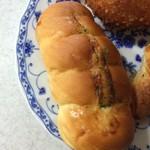 56447756 - ソーセージパン。                       税抜110円。                       旨し。
