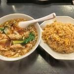 餃子の屋台 - ワンタンスープ+チャーハン【定番定食】