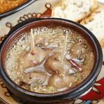 キッチン&バル コンパス - 鶏白レバーのアヒージョ