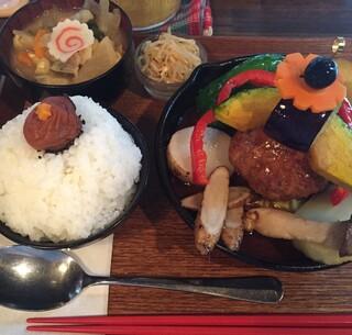 タケウチ 神保町本店 - 9/23再訪で煮込みハンバーグを食べに