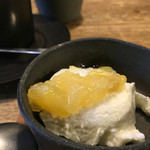 56457706 - ヨーグルトムース パイナップルとバナナのジャム