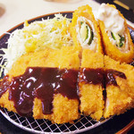 おうちごはん 鈴の家 - 満腹定食 トンカツ、チキンチーズ大葉巻き、かにコロッケのセット \800