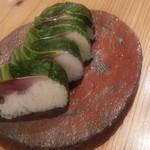 藁焼 みかん - 締めは!鯖寿司  鯖寿司つまみにまだ飲めそう~  高菜の塩梅も鯖締め加減も絶妙◎