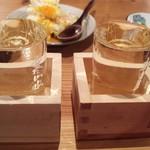 藁焼 みかん - ビールの次は、やっぱり日本酒!  マスターお勧めの「洌」(右)  おすすめメニューから「雪の中にて寝かせたお酒」(左)
