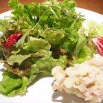 56464893 - <'16/09/02撮影>Aセット 1000円 のグリーンサラダ